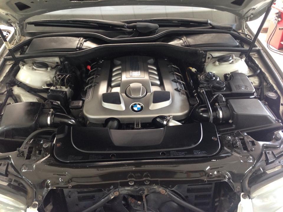 Detailing Motor BMW seria7 - dupa